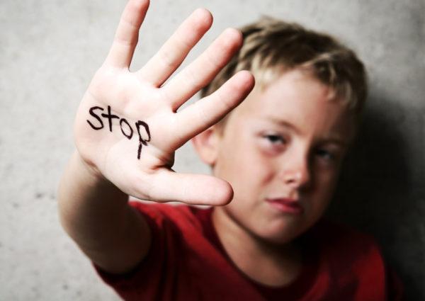 子供の手を叩くのは「しつけ」ではなく「体罰」。大人になっても悪影響を及ぼすトラウマとの関係
