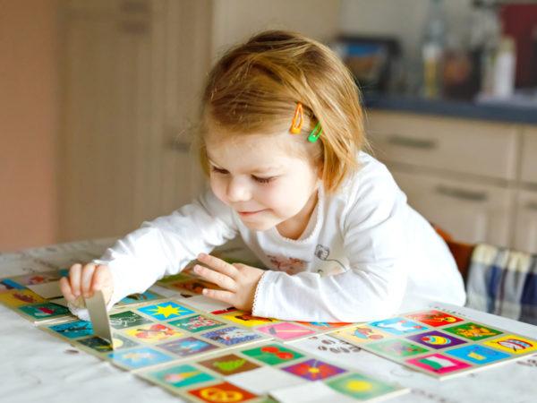 """【専門家に聞いた】わが子に合うおもちゃって? パパママが知っておきたい""""遊び方""""のコツ"""