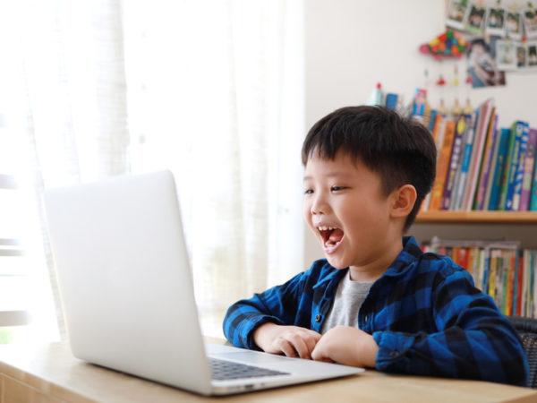 通塾と同じように学べる! 初めての子でもトライしやすい「オンライン英会話」の魅力