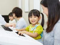 お子さま&パパママのリアルレビュー! 非認知能力を伸ばす音楽教室、その効果の実態とは?