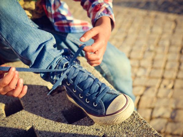 小学生こそ気をつけたい! 専門家が指南する子供靴の正しい選び方・履き方・歩き方