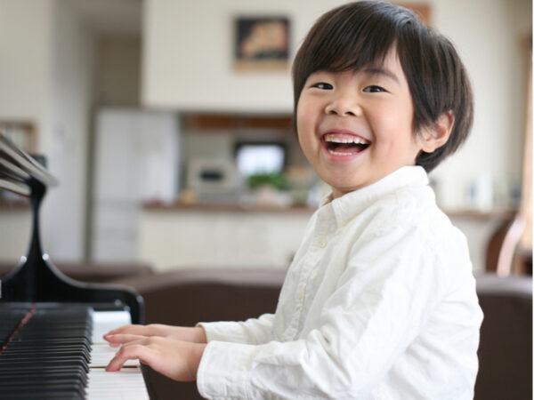 幼児期は「脳の土台づくり」に最適。音楽が「考える力」を司る前頭葉の栄養になる!