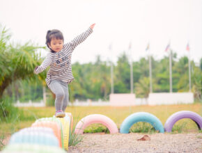 外遊び減少は発育にリスク!? 子供の運動不足が気になるパパママにおすすめの遊び方