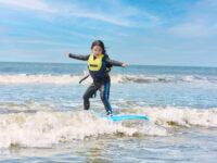 読者が体験! 子供の運動能力が開花する!? 「親子サーフィン」がおすすめの理由