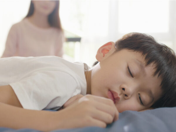 睡眠は脳の成長に影響する!? 夏の寝不足対策に備えたい、3歳から使える子供用枕とは