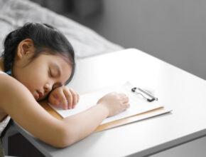 わが子の睡眠習慣は大丈夫? 世界一短い日本の子供の睡眠時間が成長へ及ぼす影響とは
