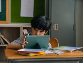 変化していく小学生の教育環境、どう考える? 気になる4大トピックスとパパママの傾向